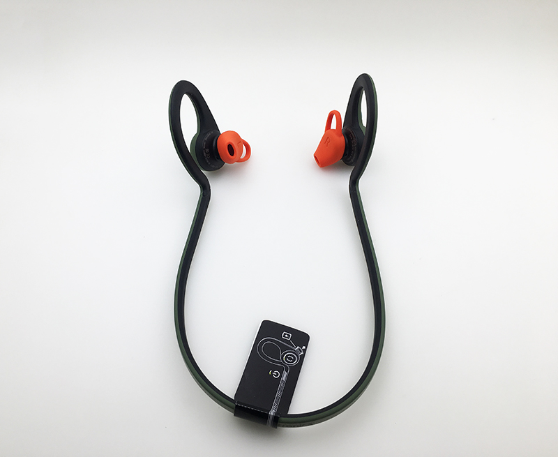 Tai-nghe-bluetooth-Plantronics-Backbeat-Fit-anh-that-02